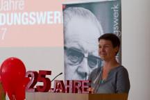 Geschäftsführerin Karin Pritzel eröffnet am Redeput die Festveranstaltung