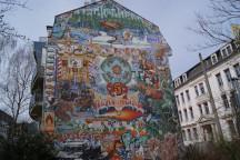 Bunte Häuserfassade mitten in der Dresdner Neustadt. Foto: Jürgen Ullrich