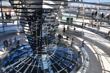 Auf unserer Bildungsfahrt nach Berlin können Sie die Kuppel des Reichstages besichtigen.