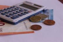 Finanzen im Verein - Taschenrechner und Kleingeld