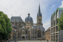 "© CEphoto, Uwe Aranas (https://commons.wikimedia.org/wiki/File:Aachen_Germany_Imperial-Cathedral-01.jpg), ""Aachen Germany Imperial-Cathedral-01"", https://creativecommons.org/licenses/by-sa/3.0/legalcode"
