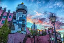 Blick aufs Hundertwasserhaus in Magdeburg