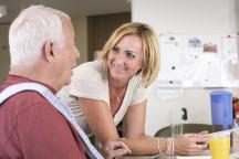 Pflegerin in der AWO Altenpflege - HWB Live | Quelle: AWO Bundesverband