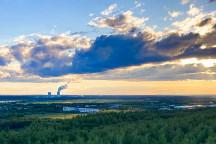Blick von der Hochhalde Trages auf das Kohlekraftwerk Lippendorf