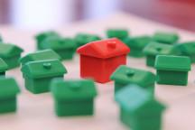 Wohnsiedlung aus Monopoly-Häusern
