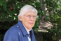 Greta Wehner im Garten des Wehnerwerks