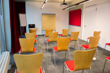 In Stuhlreihen passen bis zu 30 Personen in den Seminarraum.