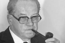 Herbert Wehner mit Pfeife